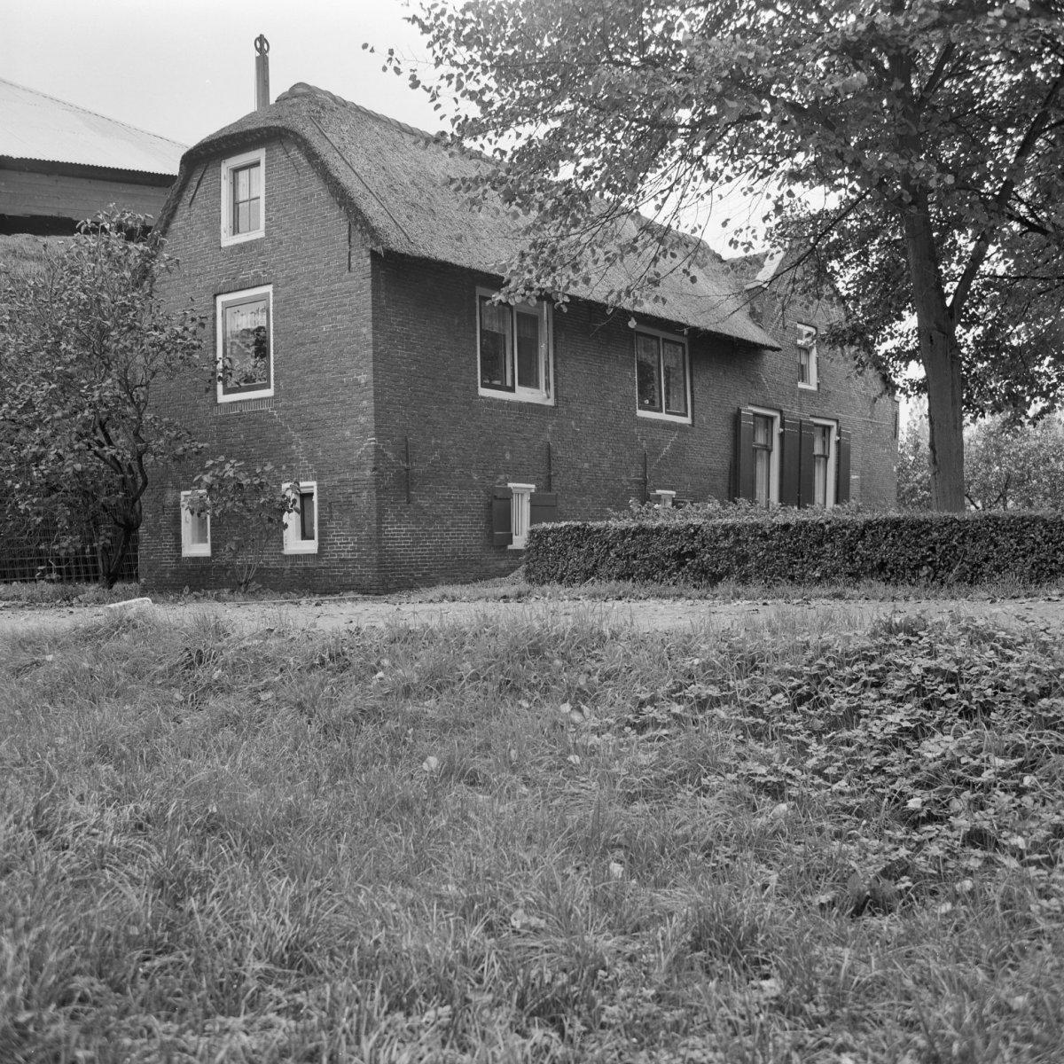 Boerderij onder rieten dak met onderkelderde dwarsvleugel aan het woonhuis in abcoude - Kantoor onder het dak ...