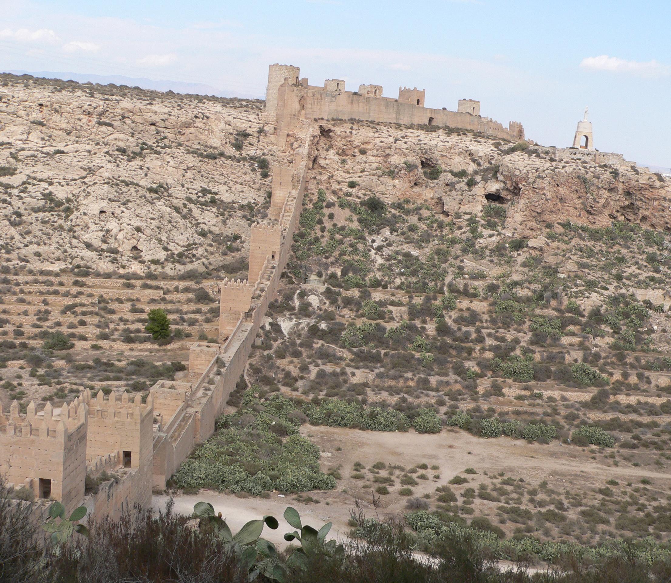 File almeria muralla de jayran wikimedia commons for Inmobiliarias de almeria
