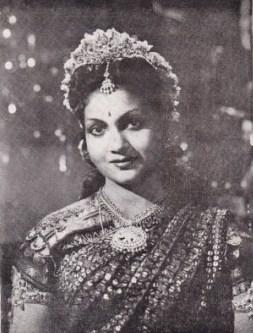 Anjali Devi in Mangaiyarkarasi 1949.jpg