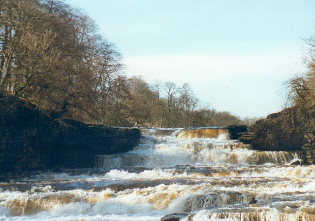 Aysgarth Lower Falls - geograph.org.uk - 324123