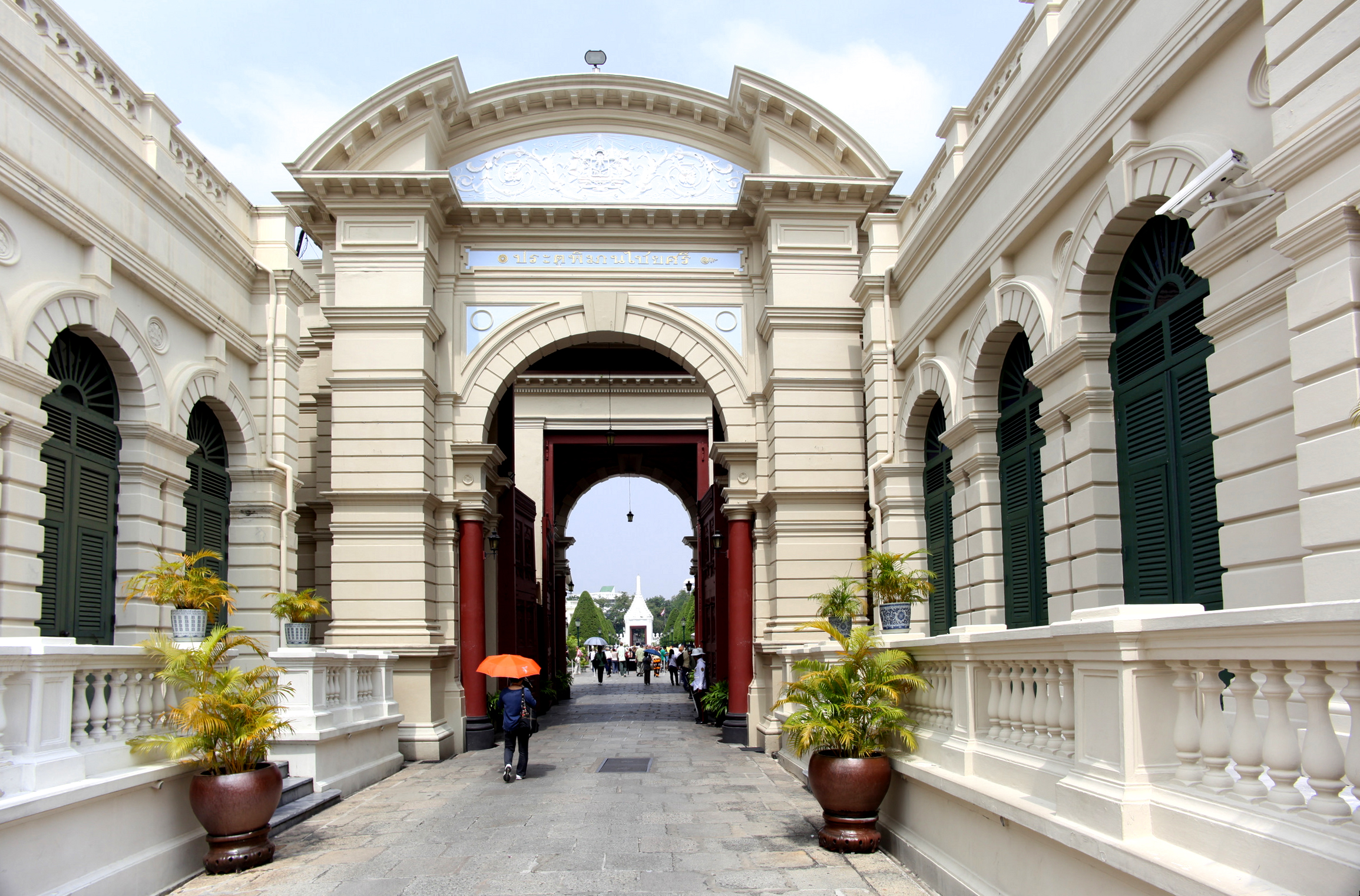 File Bangkok Grand Palace Entrance Jpg Wikimedia Commons