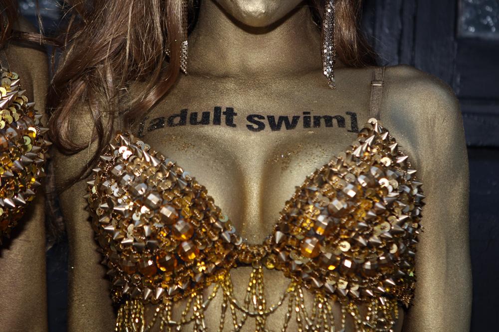 Bodypainting Adult Swim (10588742583).jpg English: www.humanstatuebodyart.com