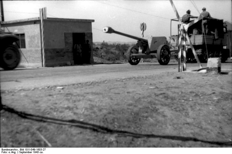File:Bundesarchiv Bild 101I-049-1603-27, Jugoslawien, Raupenschlepper Ost mit Pak.jpg