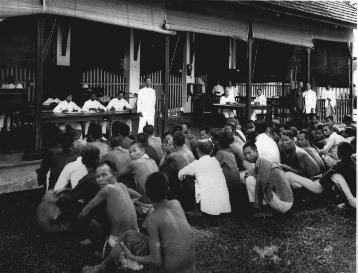 a description if the immigration and discrimination in the 1920s In 1924, the united states passed a law barring further immigration of  the  1920s saw a huge influx of filipinos into california, mainly in response to the  need.