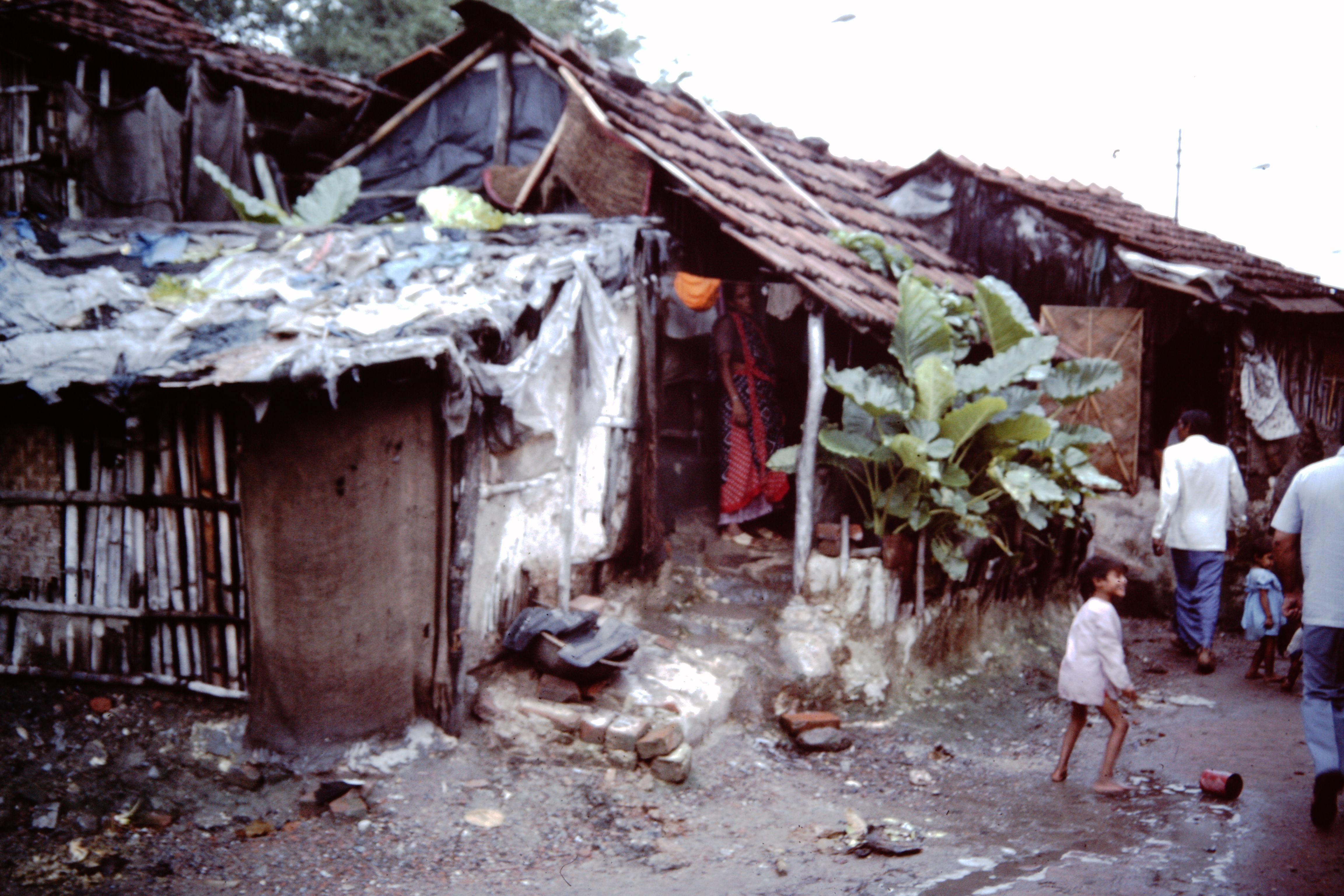 File Calcutta Slums 1986 Ihs 40 09 Sheds Jpeg Wikimedia