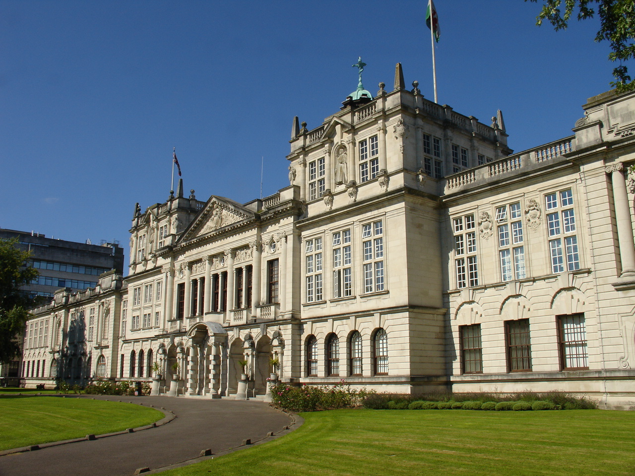 Description cardiff university main building