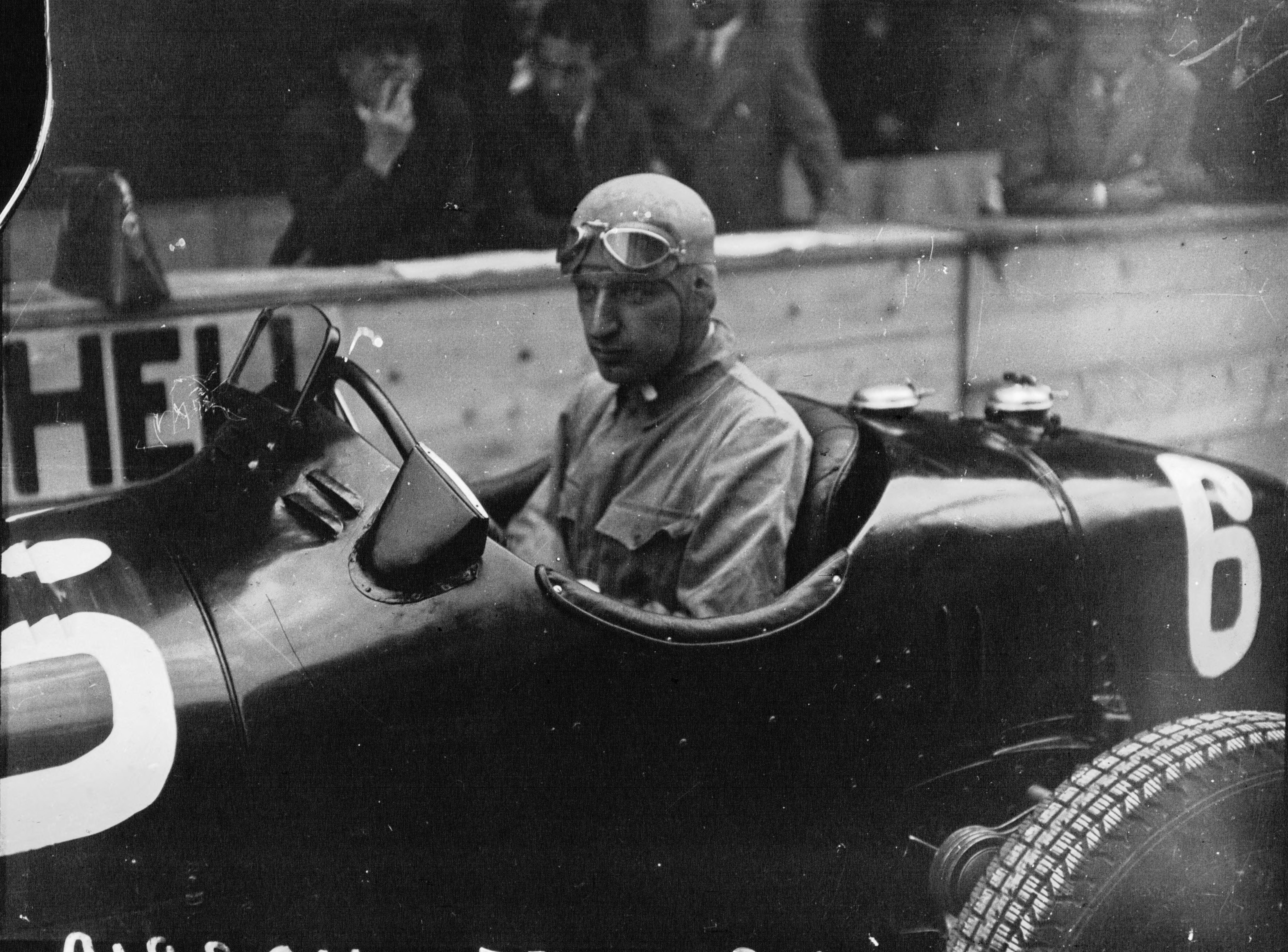 Carlo_Felice_Trossi_at_the_1934_Grand_Prix_automobile_de_Montreux.jpg