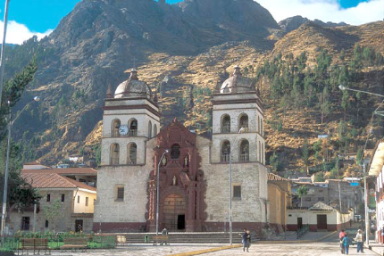 Archivo:Catedral san antonio Huancavelica.PNG