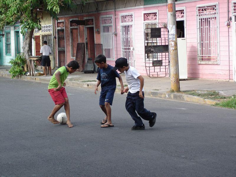 Archivo Costa Rica Puntarenas Ninos Jugando En La Calle Jpg