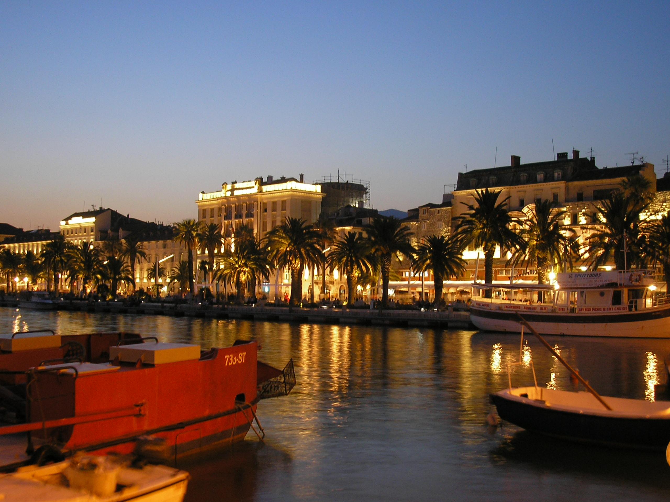 Split Croatia  city photo : Croatia Split Riva under night Wikimedia Commons