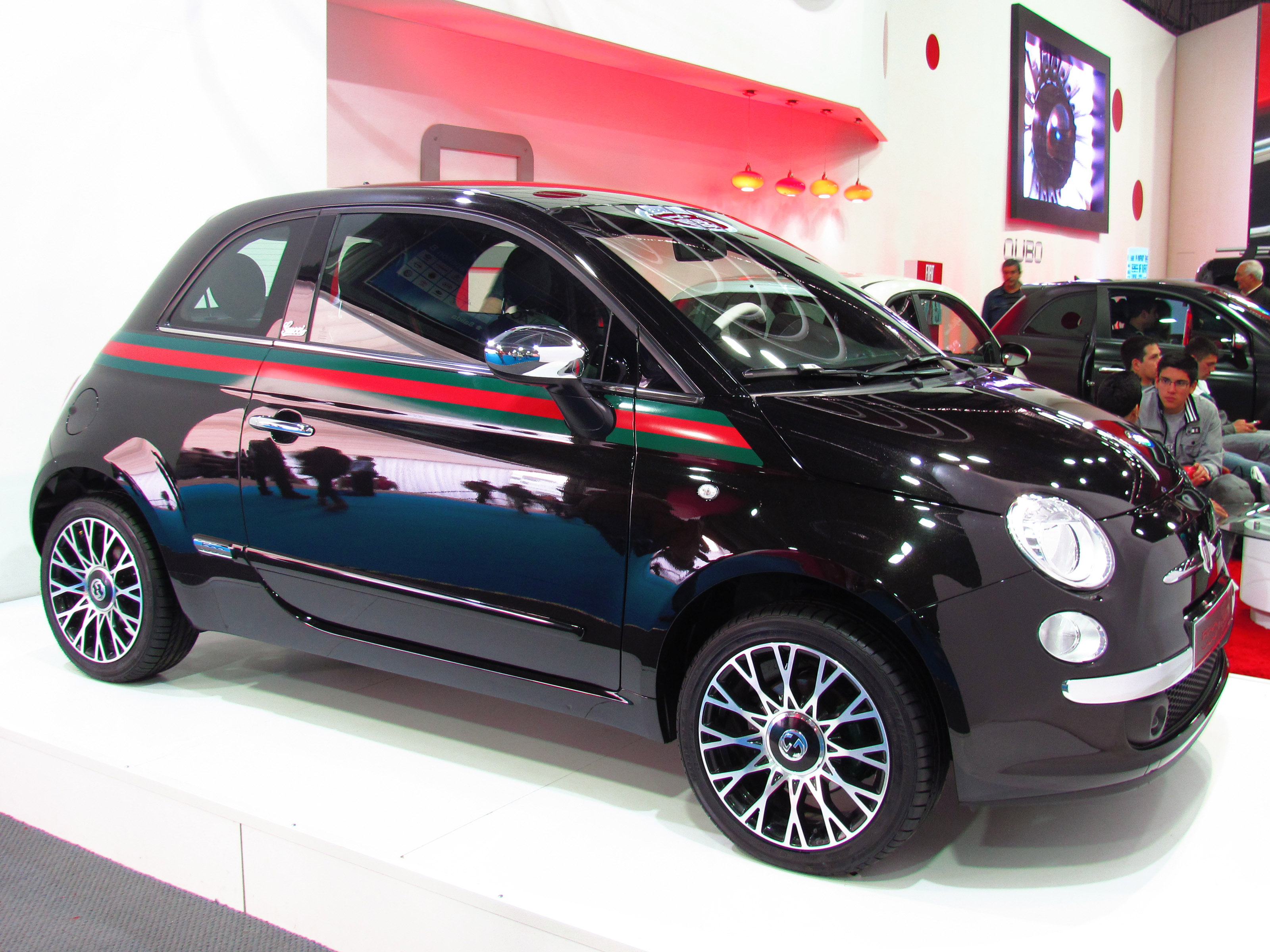 file fiat 500 1 4 gucci 2013 12259731476 jpg wikimedia commons. Black Bedroom Furniture Sets. Home Design Ideas