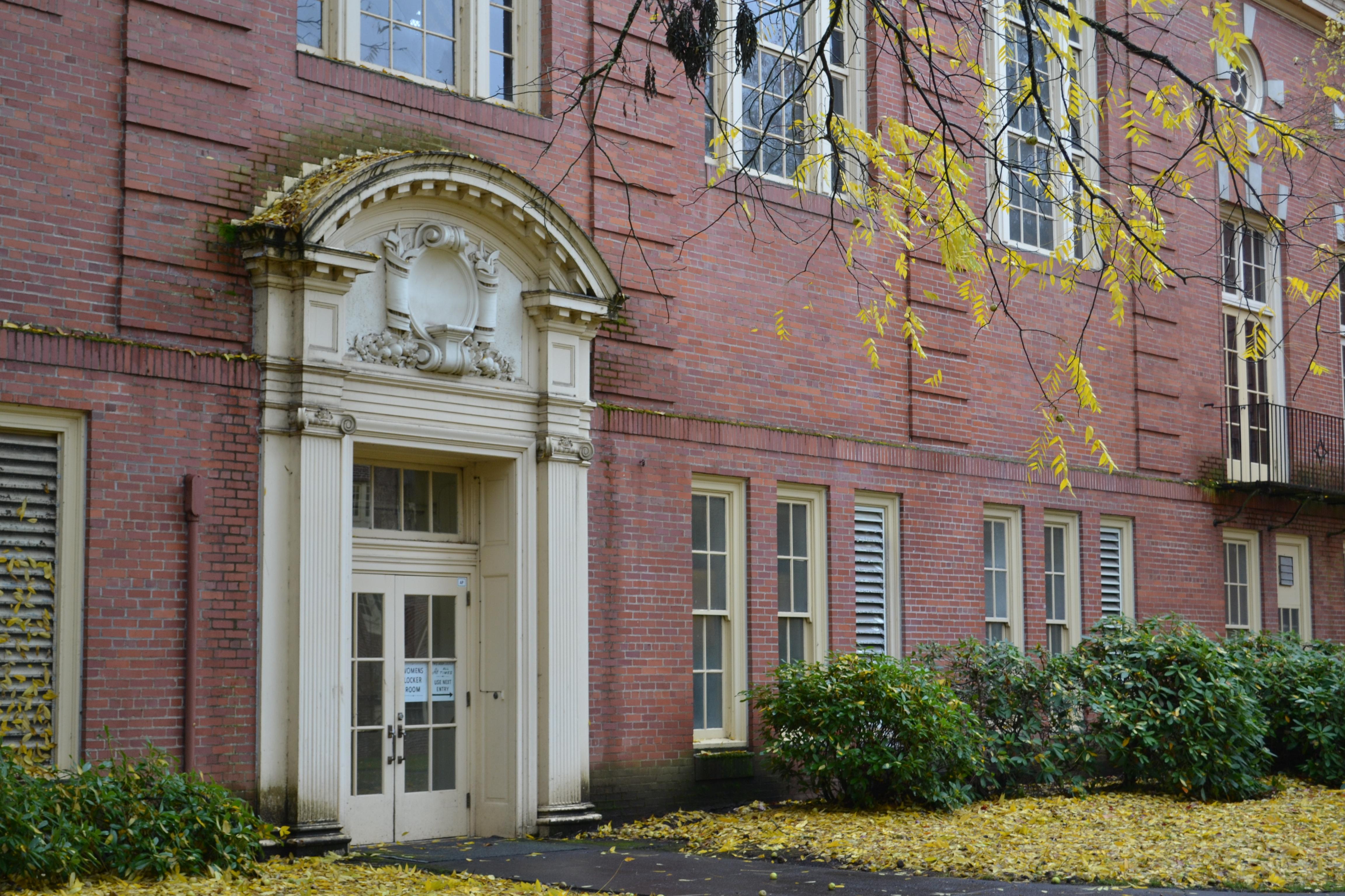 FileGerlinger Hall Door (University of Oregon).jpg & File:Gerlinger Hall Door (University of Oregon).jpg - Wikimedia Commons