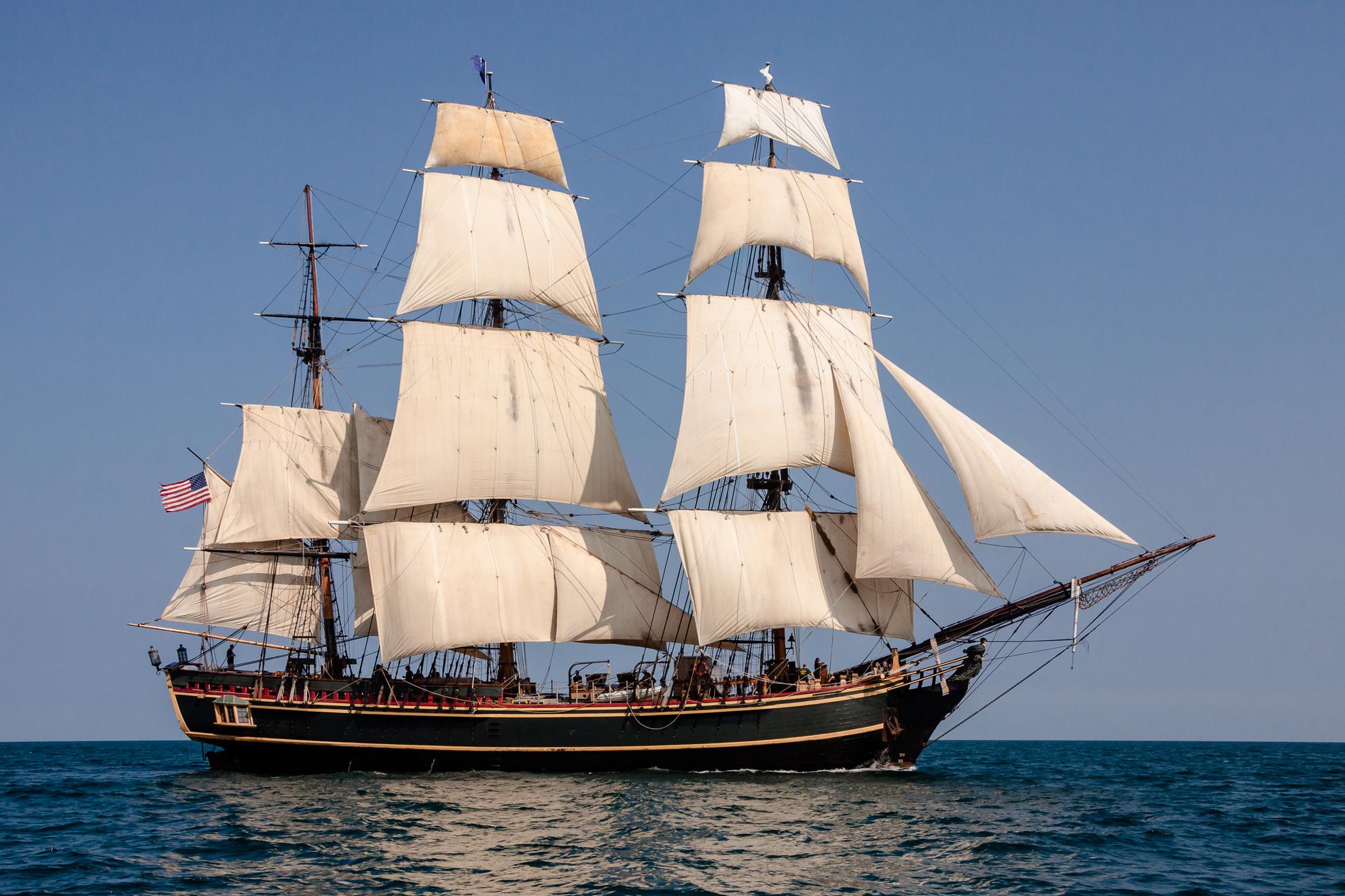 HMS_BOUNTY_II_with_Full_Sails.jpg