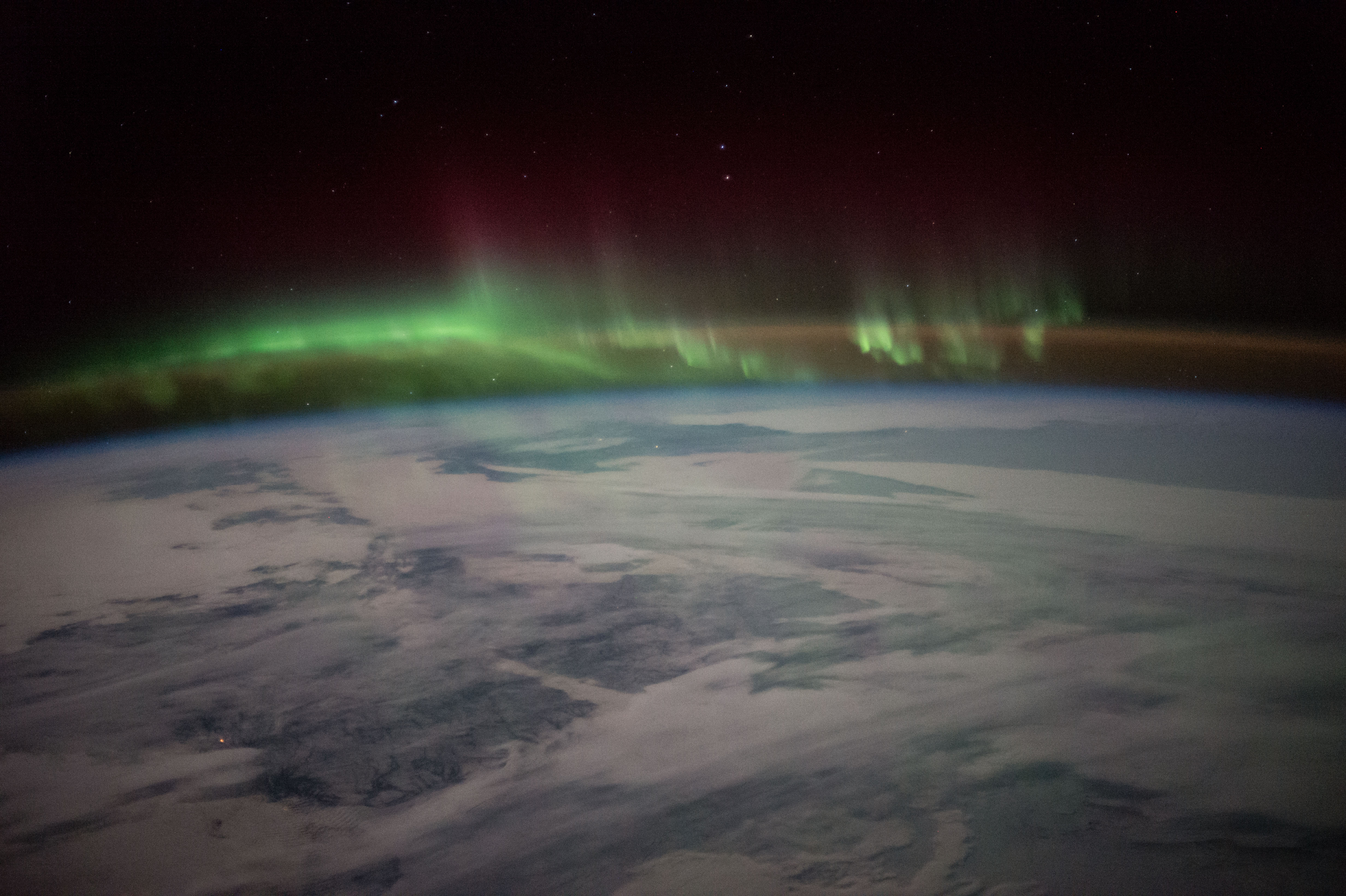 File:ISS-46 Aurora over nocturnal Canada jpg - Wikimedia Commons