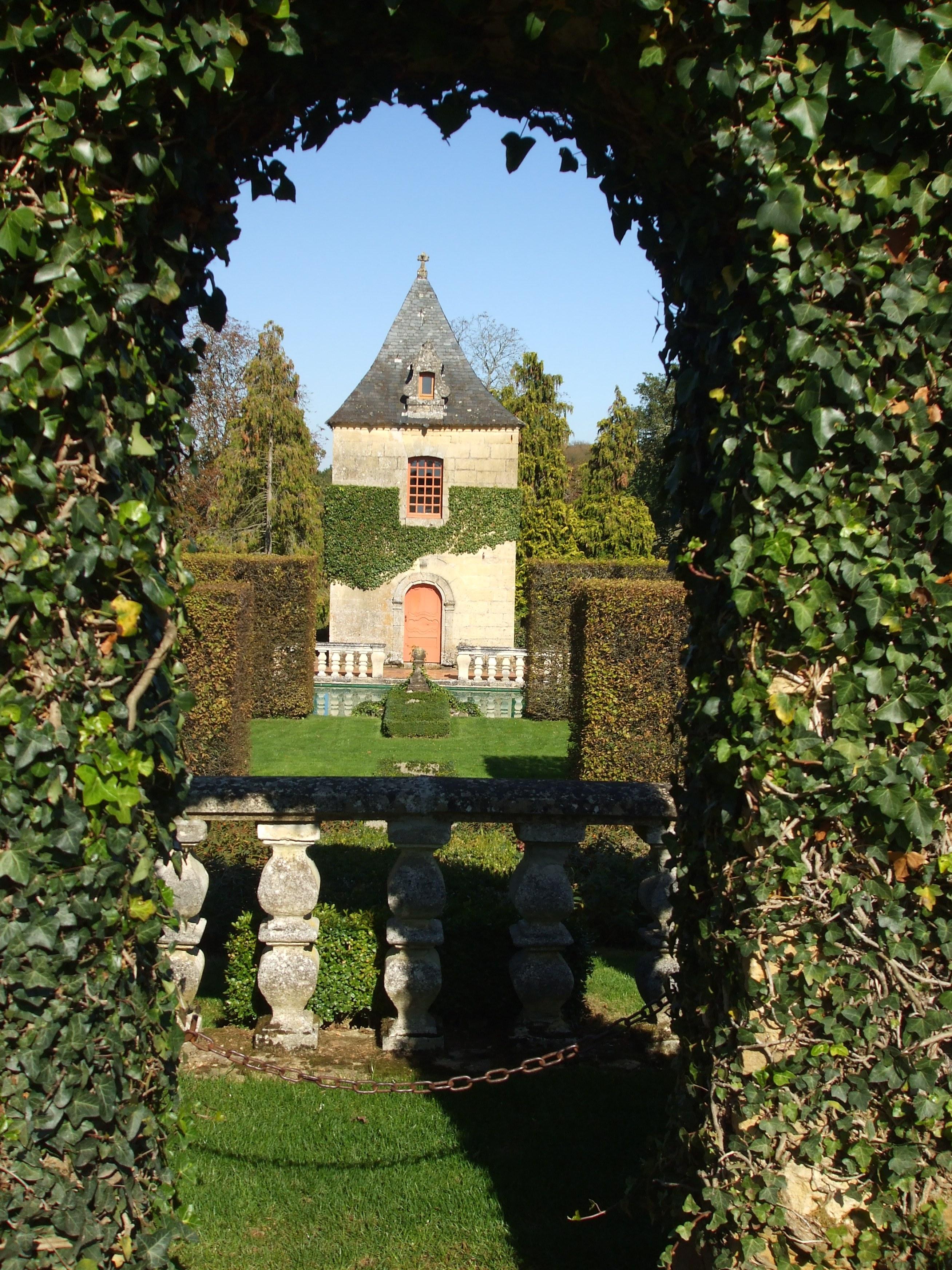 File jardins et manoir d 39 eyrignac jpg wikimedia commons - Jardin du manoir d eyrignac ...