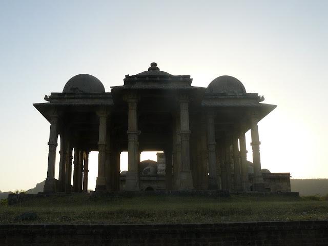 File:Kevada Masjid, Champaner 02.JPG