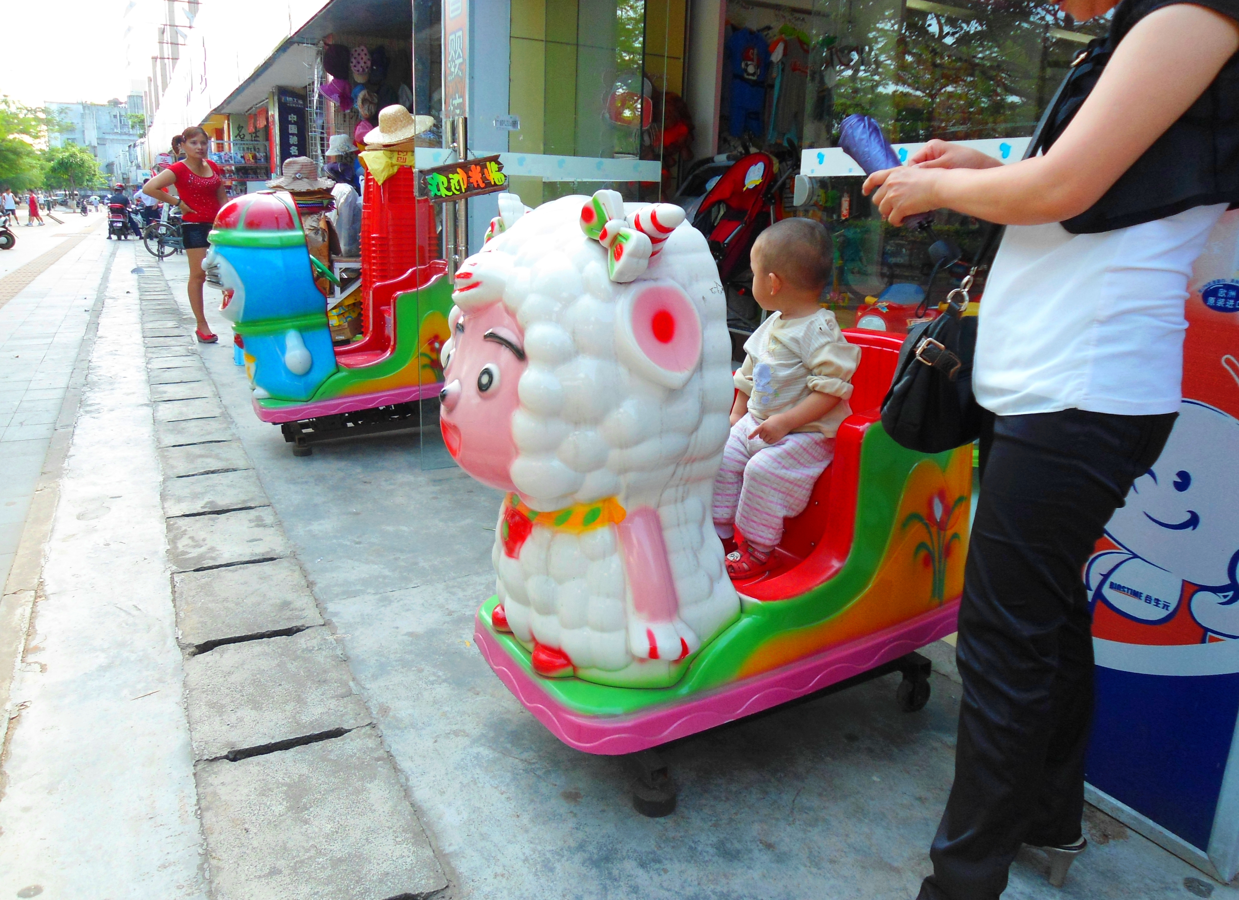 File:Kiddie ride - 05.jpg - Wikimedia Commons