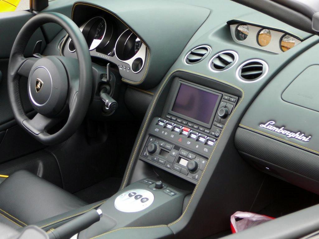Description Lamborghini Gallardo Coupe Interior.jpg
