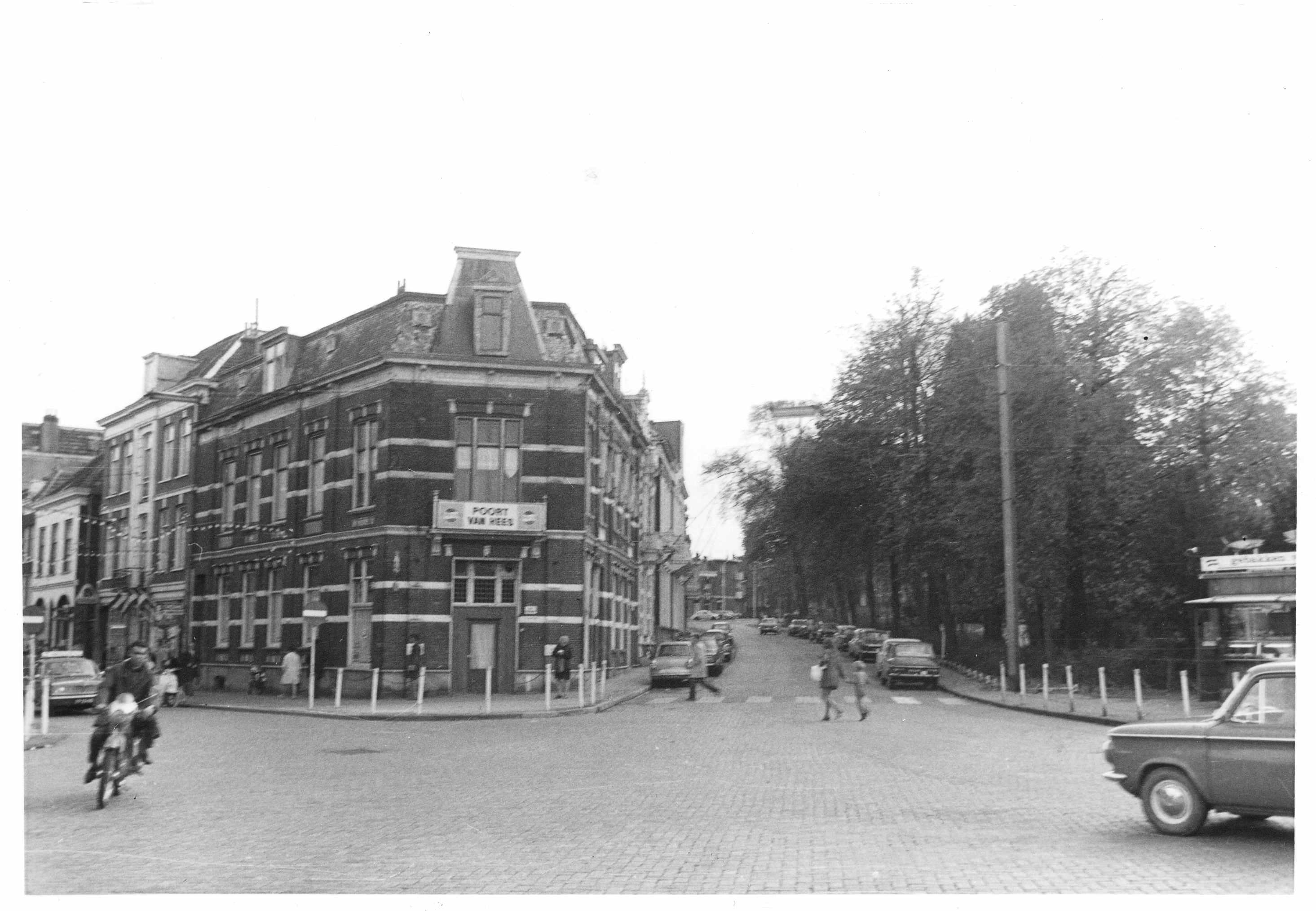 File lange hezelstraat 107 cafe de poort van hees for Cafe de poort utrecht