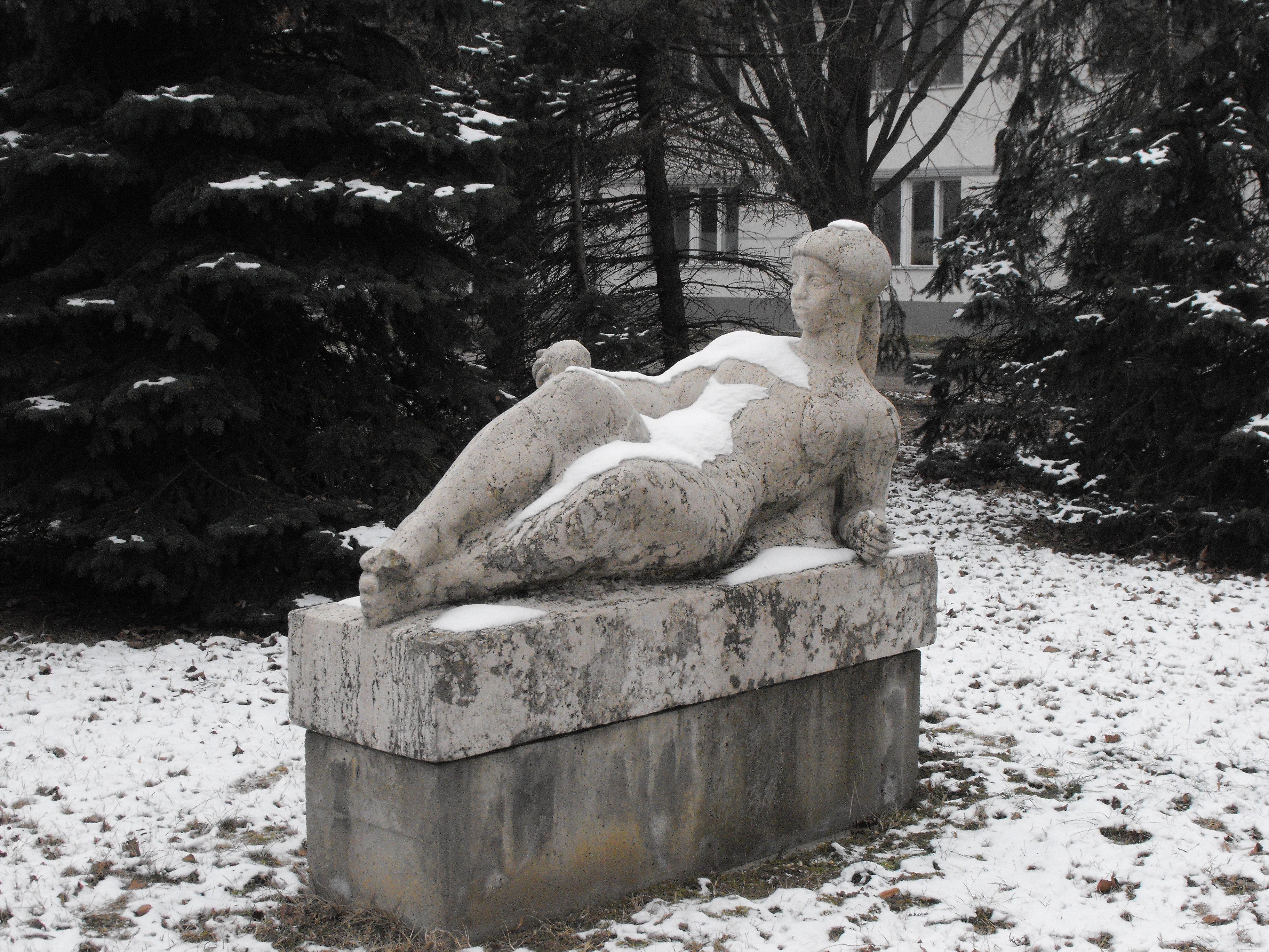keresés fekvő nő)