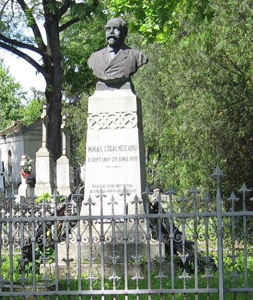 Mormântul lui Mihail Kogălniceanu de la Cimitirul Eternitatea din Iaşi.