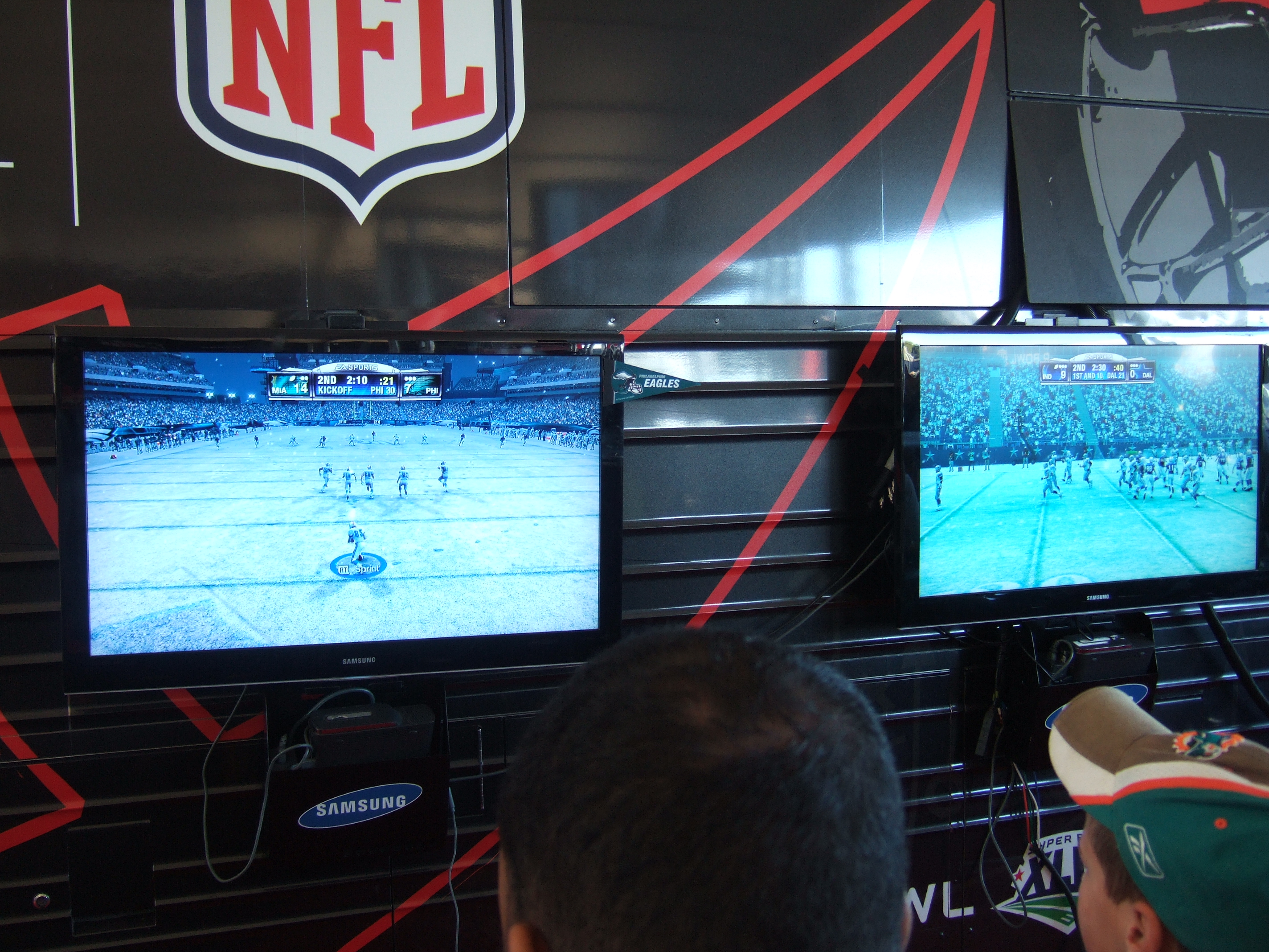 File:Madden NFL - snow game (3785699843).jpg - Wikimedia Commons