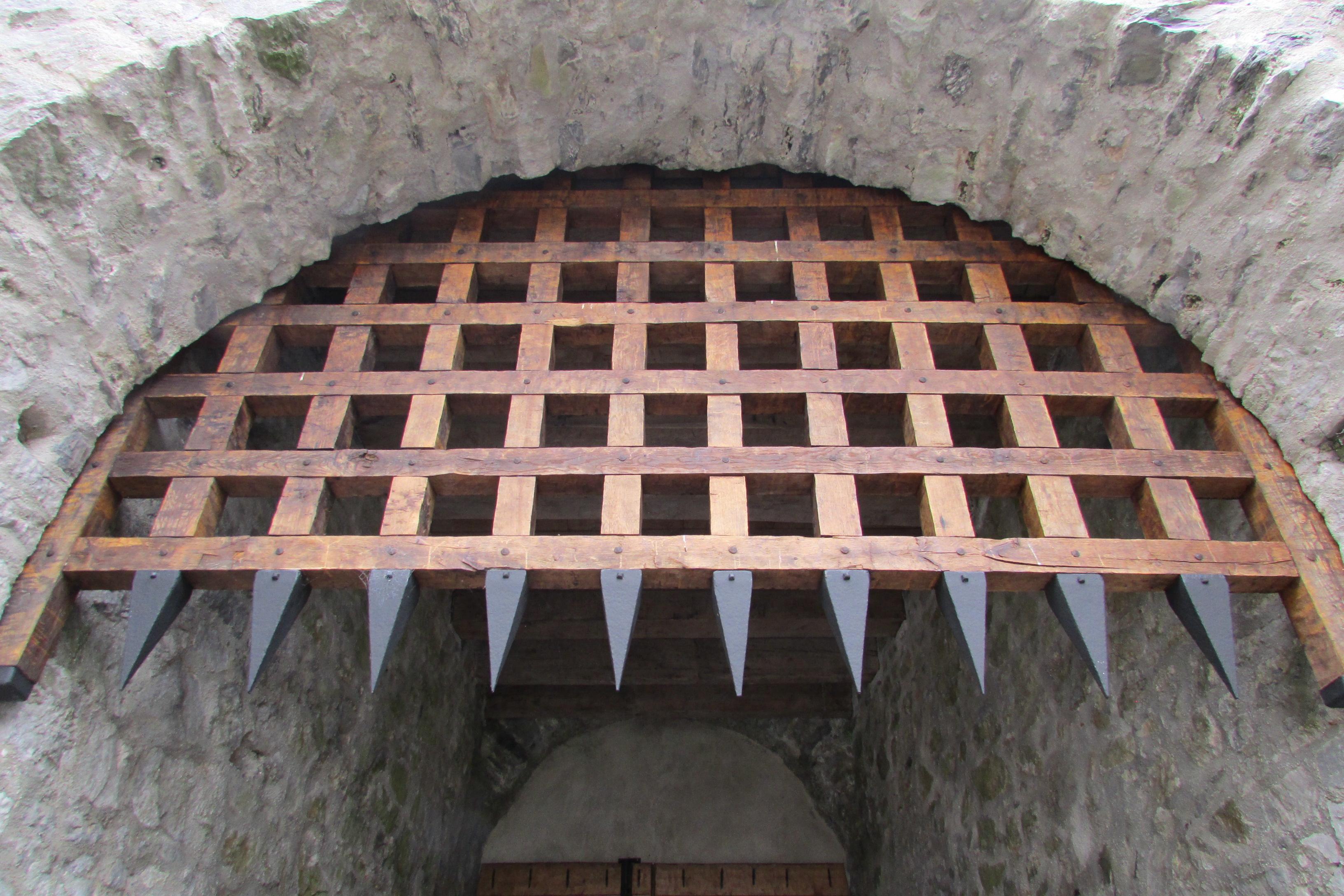 File:Main Gate -Portcullis 2016-09-03 08 519.jpg - Wikimedia Commons