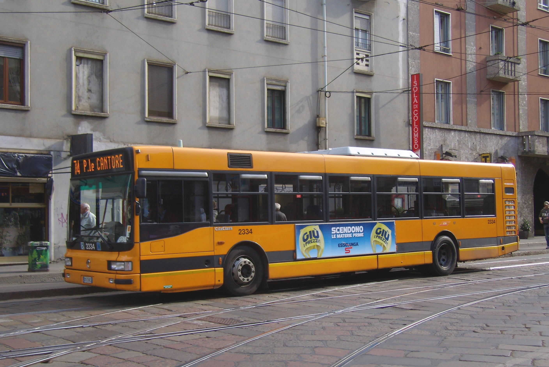 File:Milano - corso Colombo - autobus ATM 2334.jpg
