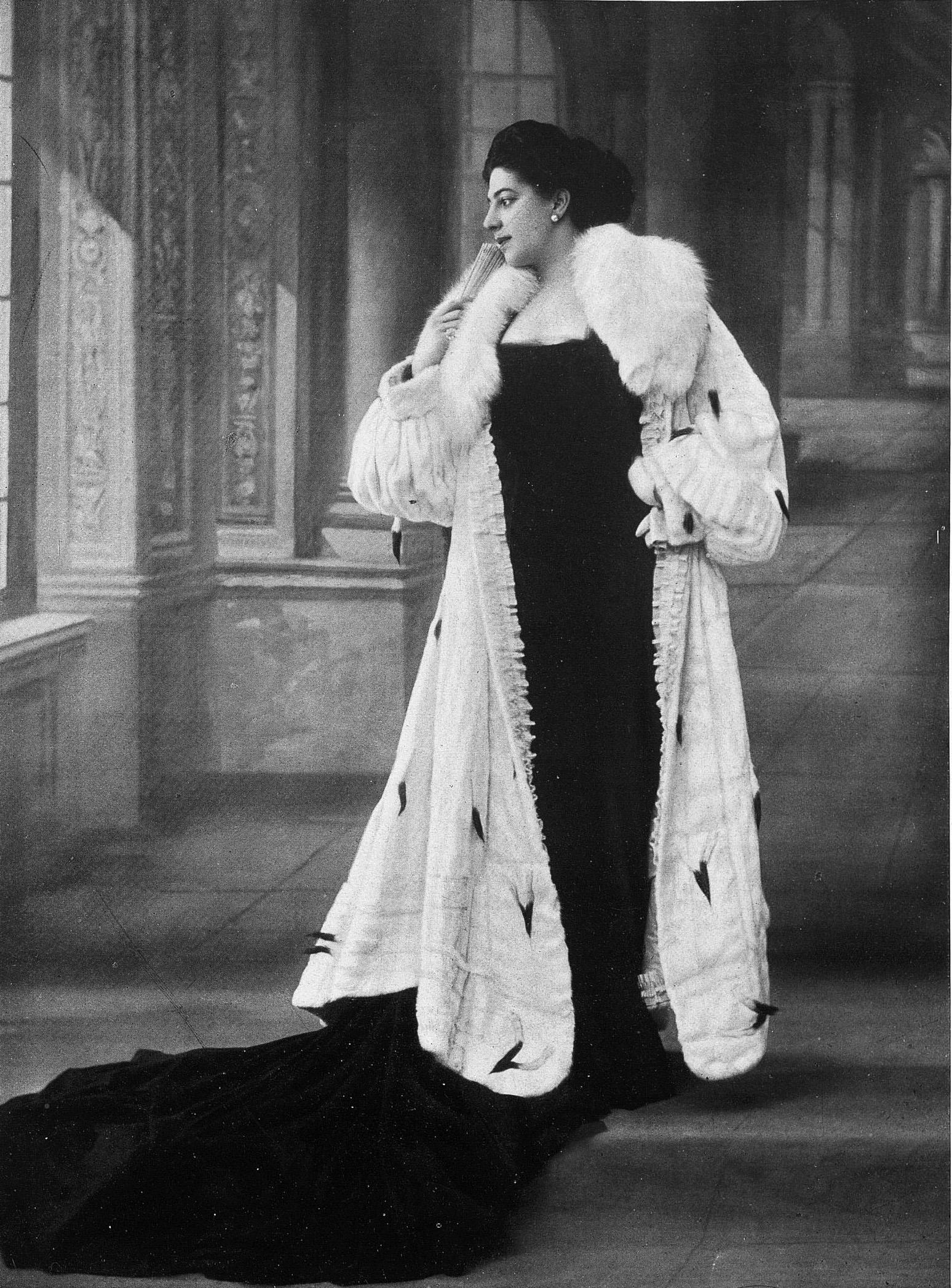 Femme Fatale Dresses Night Film Noir Shoes