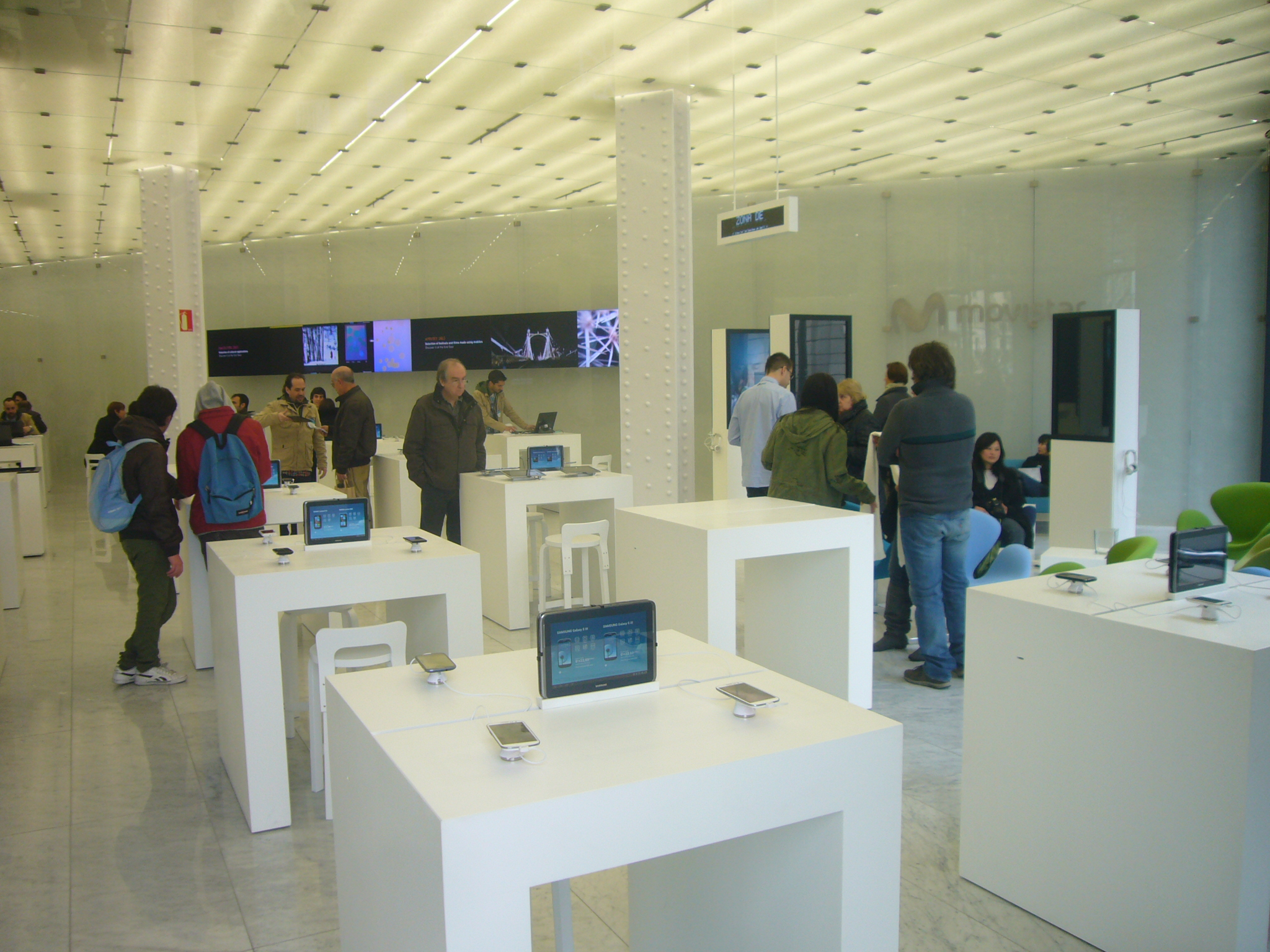 File mobile world centre 2013 barcelona 03 jpg for Oficinas movistar