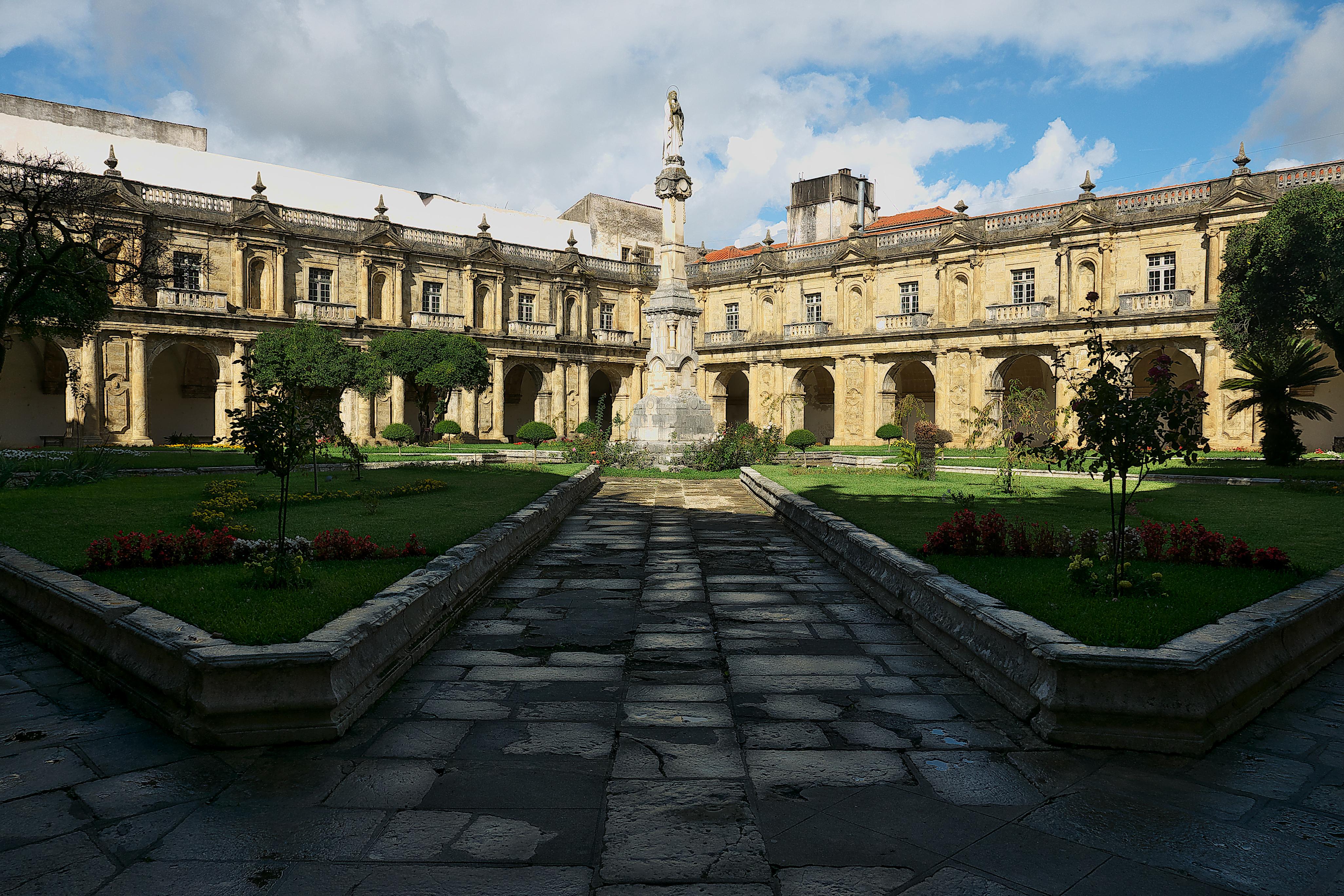 File Monasterio De Santa Clara La Nueva Coimbra Claustro Jpg Wikimedia Commons