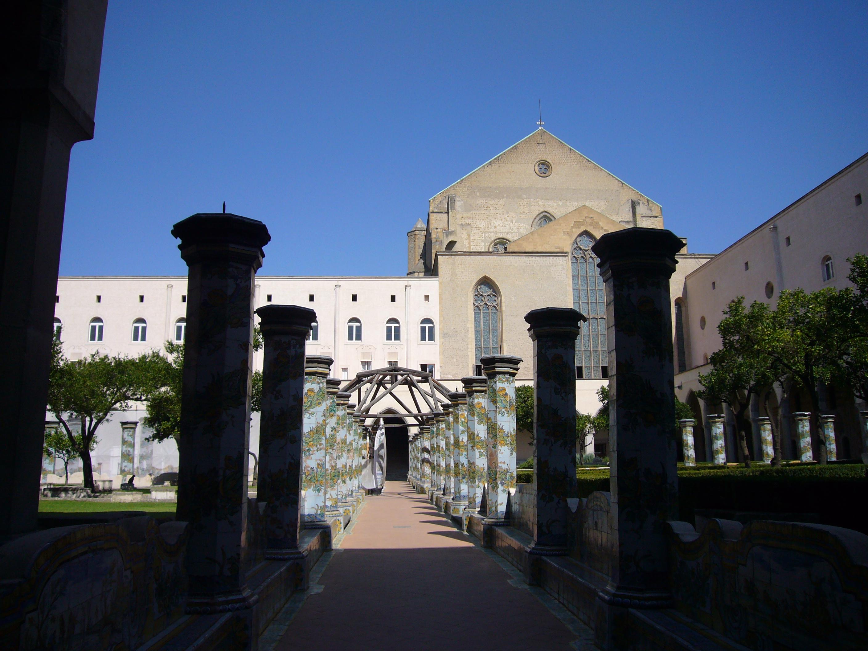 File:Napoli s Chiara chiostro 1040864.JPG - Wikimedia Commons