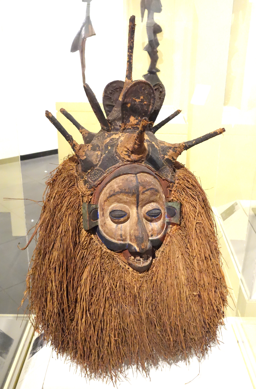 File:Ndeemba Mask for N-khanda initiation - Yaka people ...