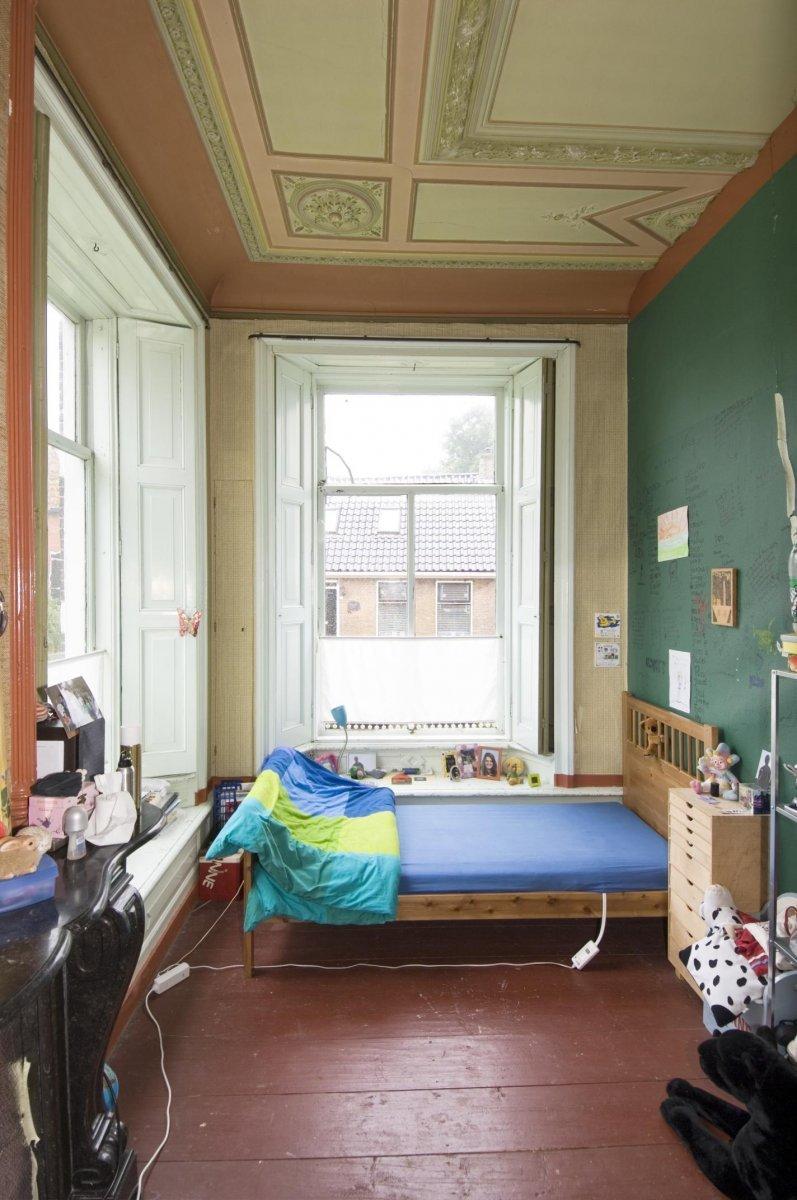 File:Overzicht slaapkamer met beschilderd plafond - Baard ...