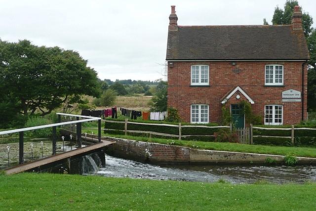 Papercourt Lock House - geograph.org.uk - 949176