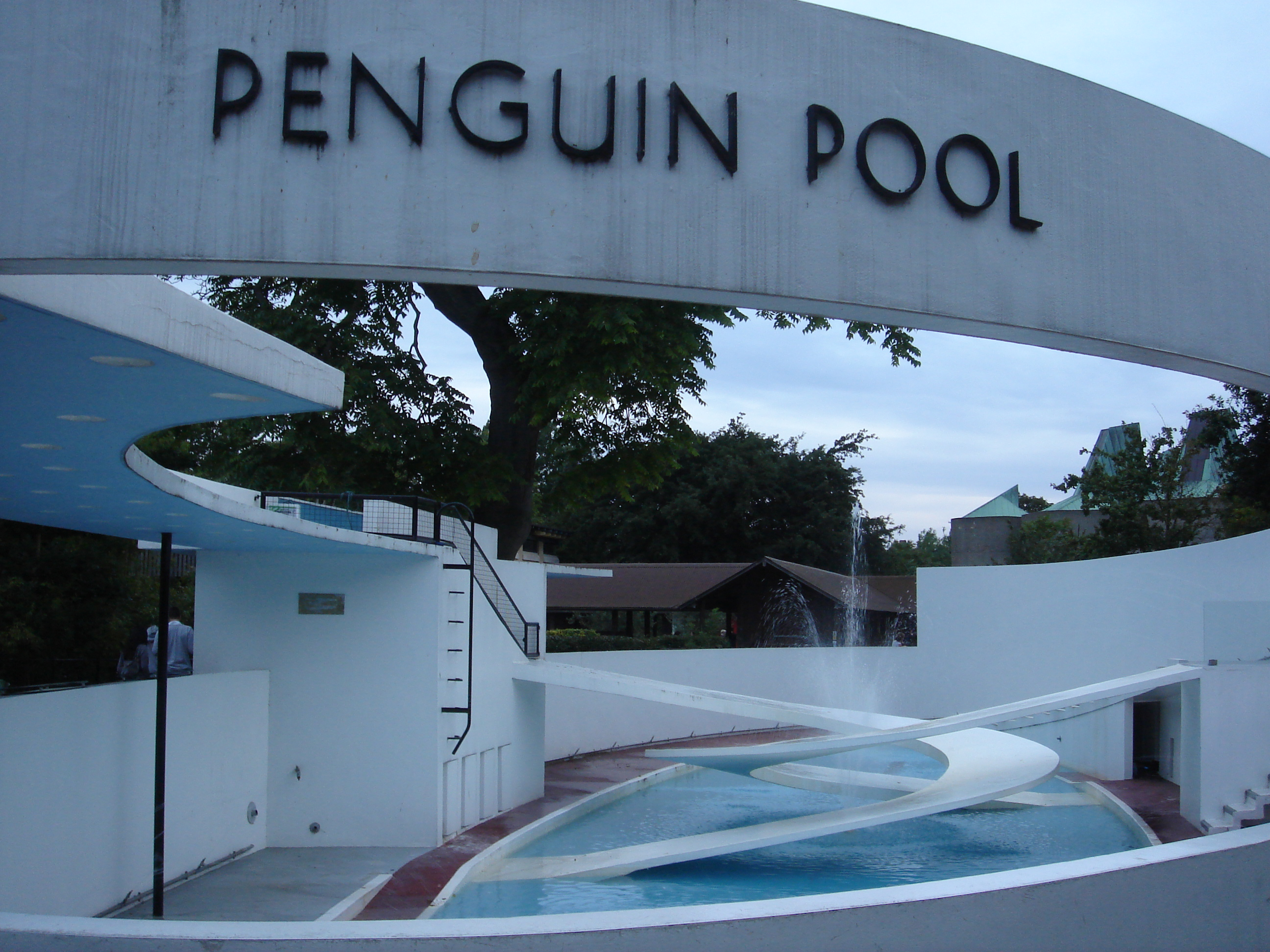 Penguin Pool, London Zoo.JPG