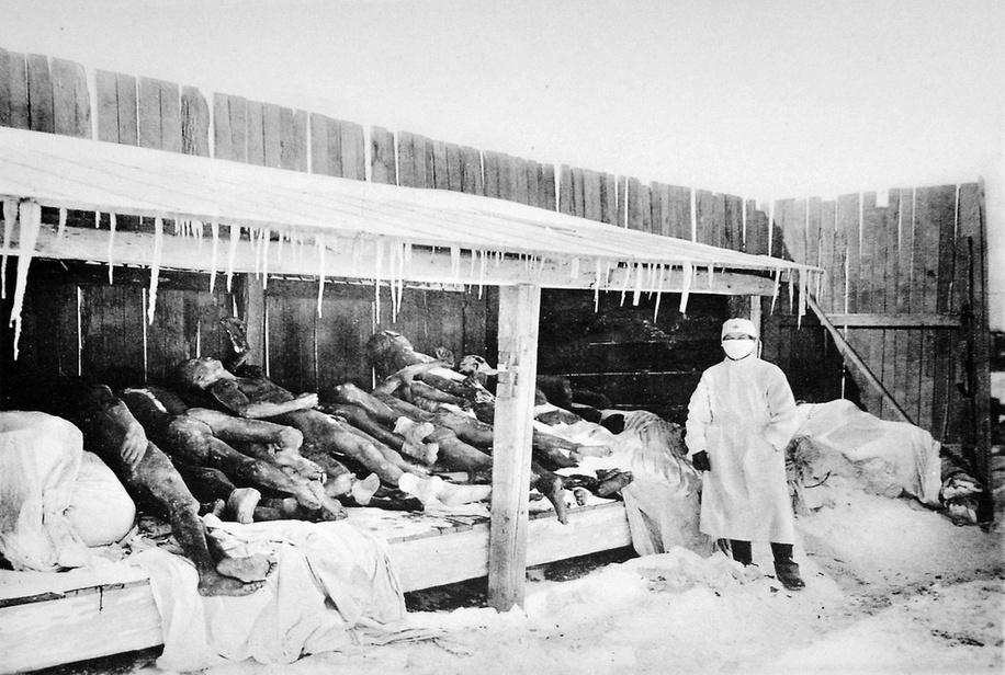 Zastrašujući eksperimenti Picture_of_Manchurian_Plague_victims_in_1910_-1911
