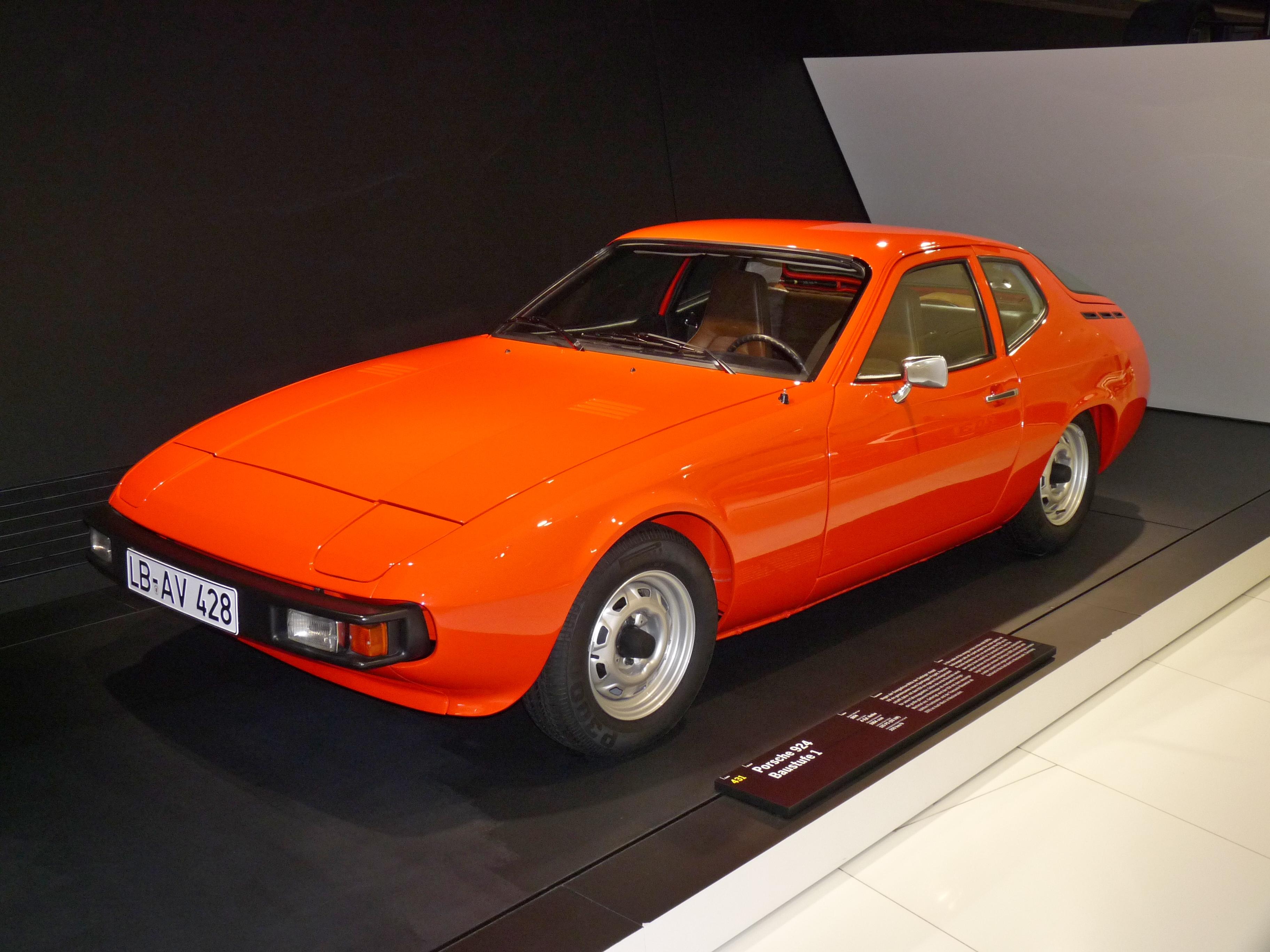 Porsche_924_Baustufe_1_Prototype_1974_frontleft_2010-03-12_A