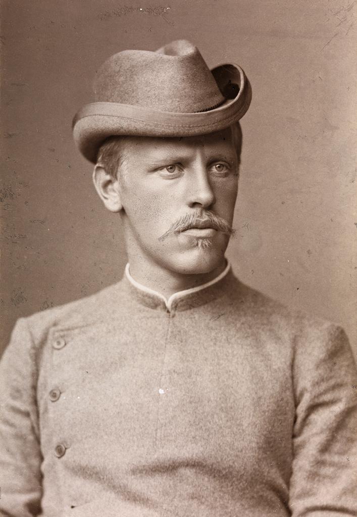 Portrett av Fridtjof Nansen med hatt, 1889.jpg