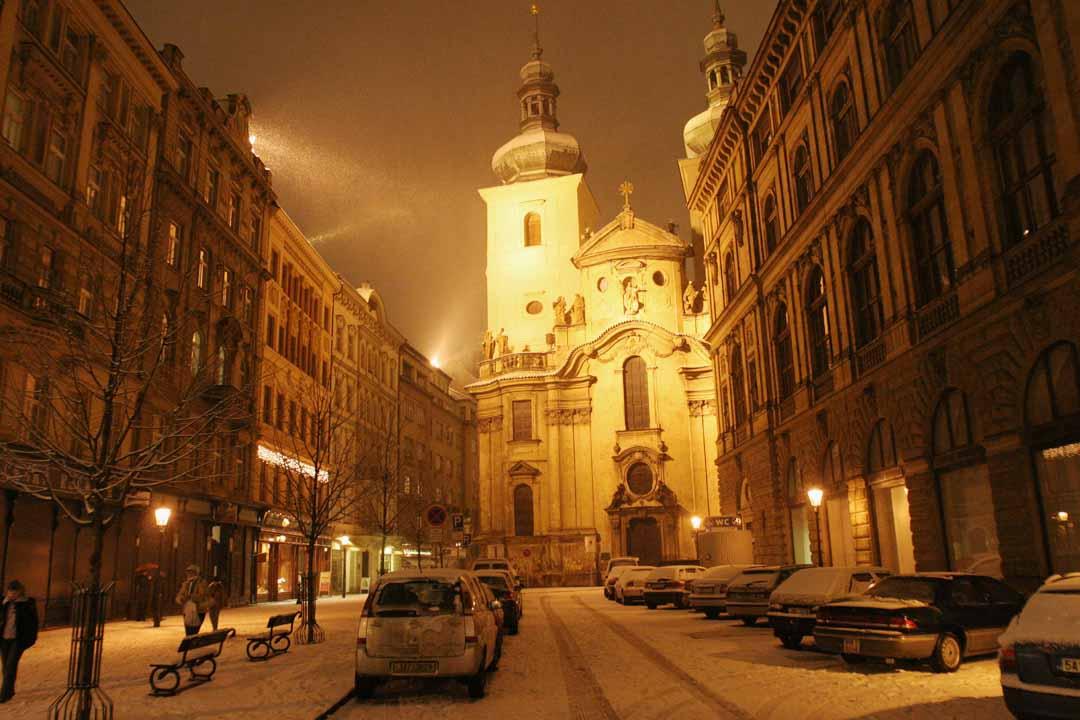 File:Prague Snow at Night (107602929).jpg - Wikimedia Commons