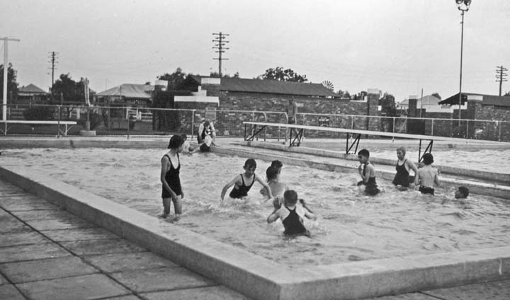filequeensland state archives 504 dalby olympic swimming pool 20 october 1940png - Olympic Swimming Pool 2013