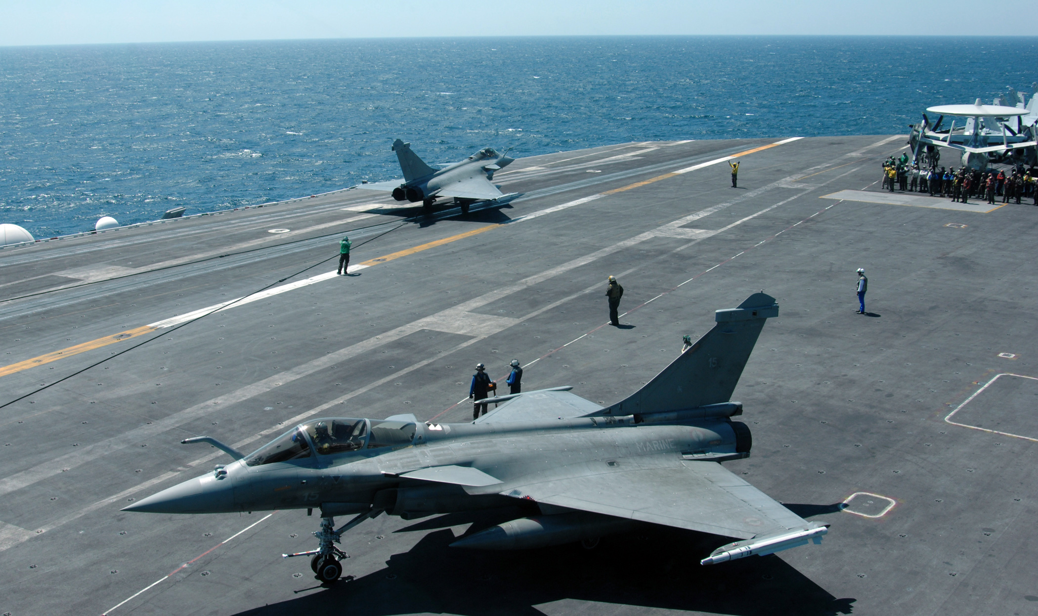 http://upload.wikimedia.org/wikipedia/commons/4/44/Rafales_aboard_USS_Harry_Truman.jpg