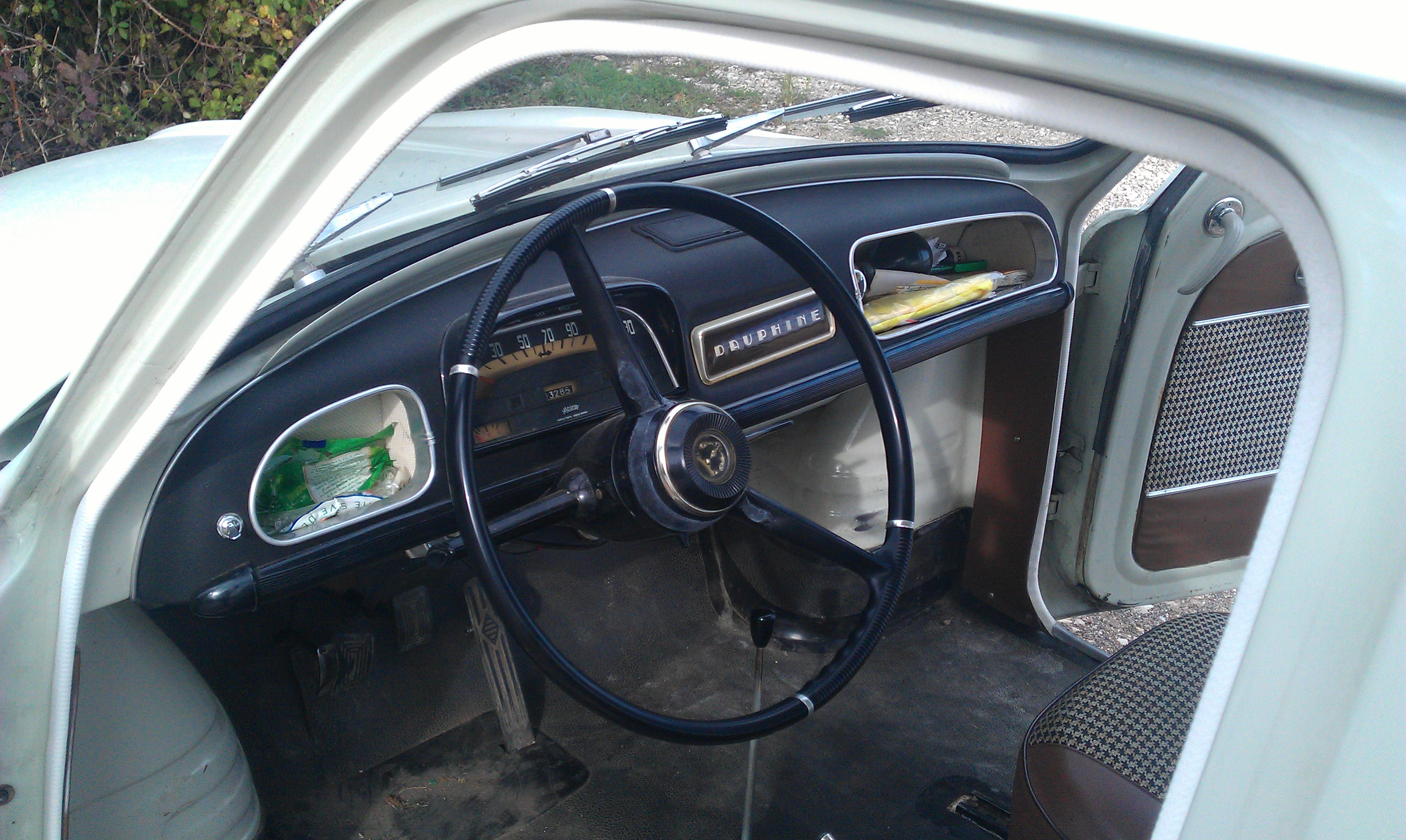 File renault dauphine interior wikimedia commons for Interieur 4l