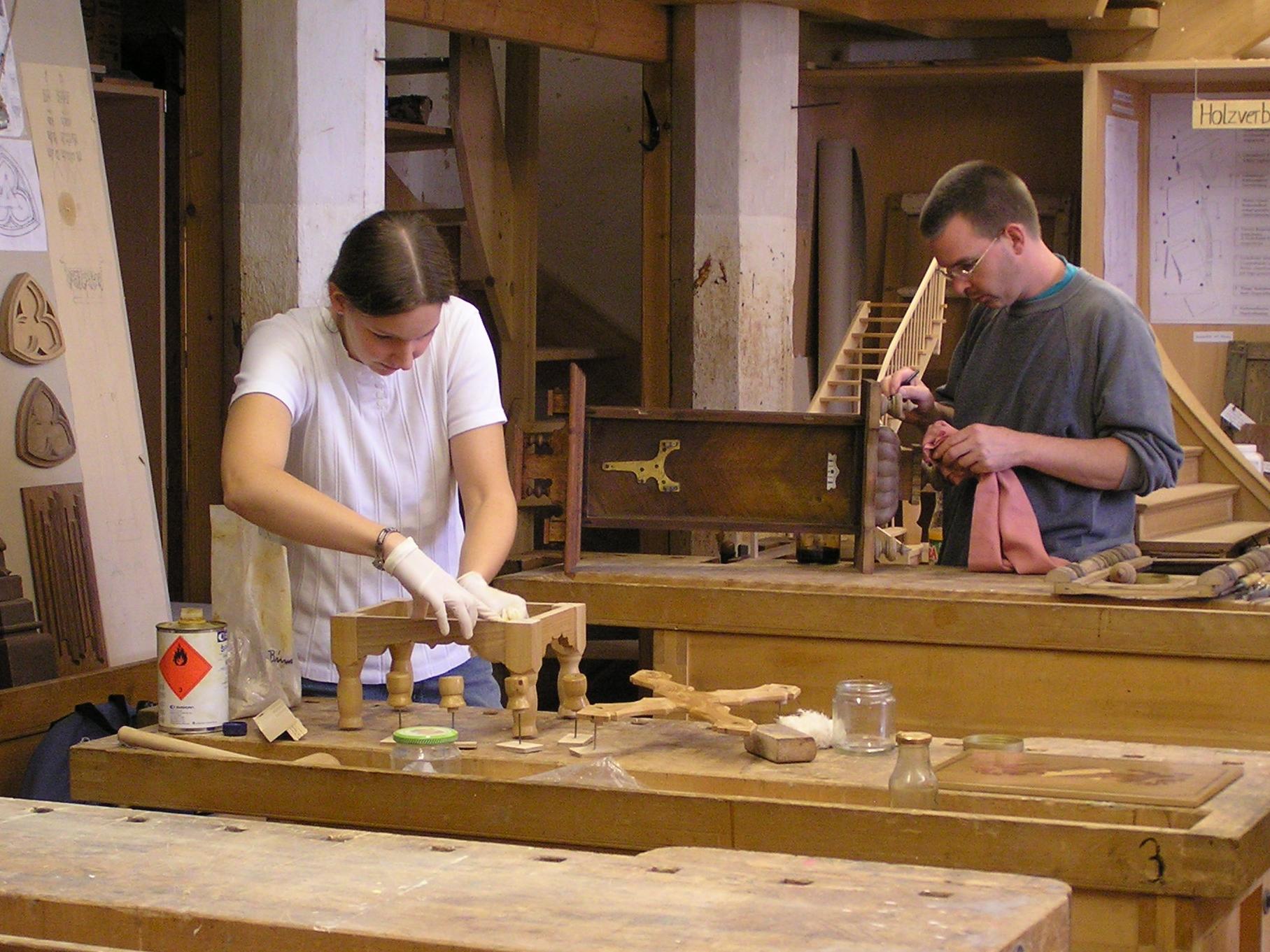 Restauratoren im Handwerk Holz.jpg