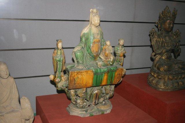 File:Sancai porcelain figurine of Guan Yin, Ming Dynasty.JPG