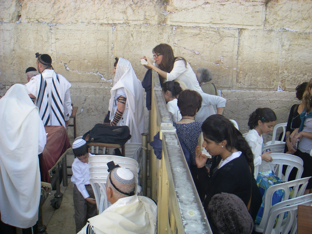 Separation between the female portion of the western wall.JPG