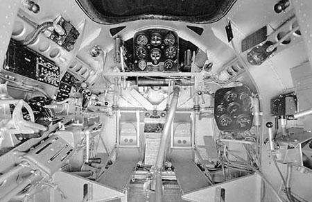 Cours d'histoire avions US exotiques  Seversky_P-35A_cockpit_060908-F-1234P-004