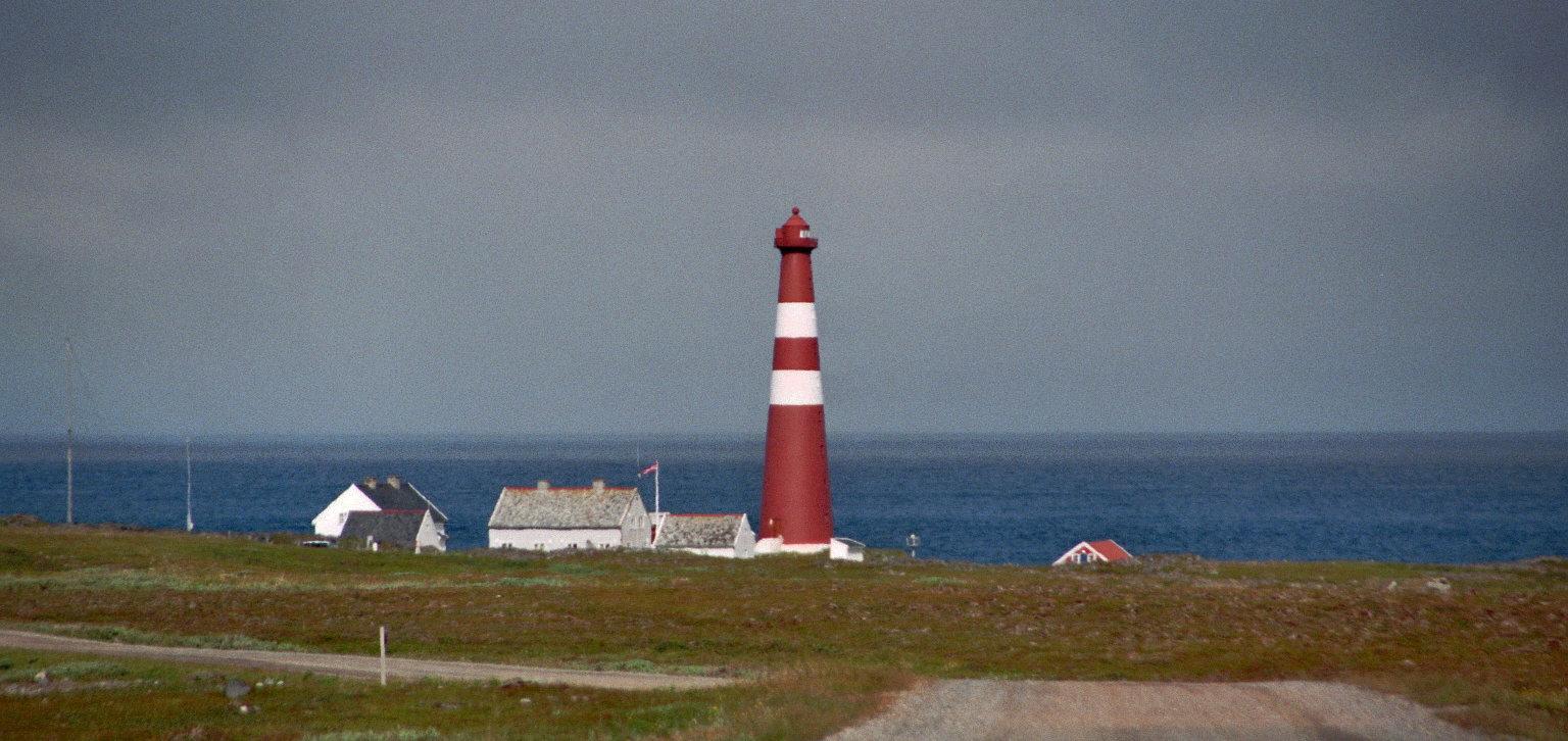 http://upload.wikimedia.org/wikipedia/commons/4/44/Slettnes_Nordkinnhalv%C3%B8ya_2012-07-11-10-20-037.jpg