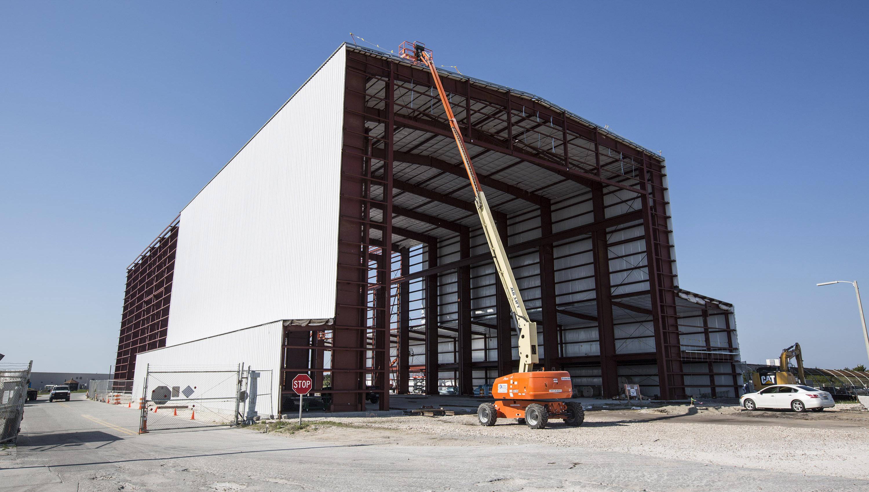 File:SpaceX KSC LC-39A hangar progress, April 2015 ...