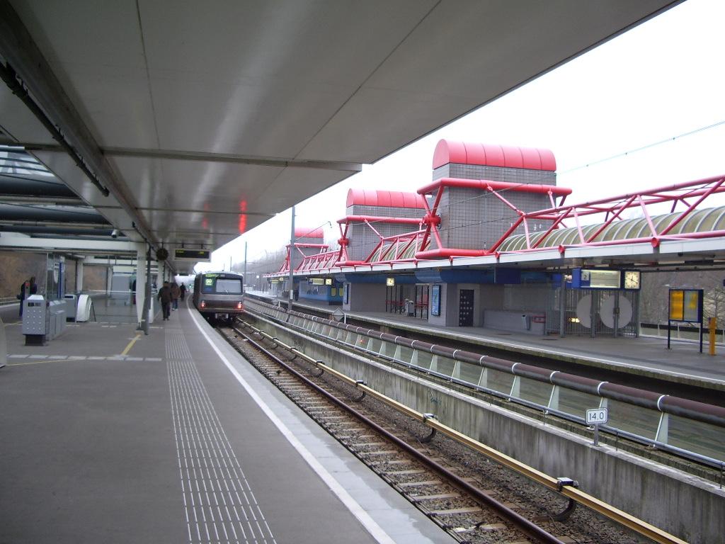 Amsterdam Lelylaan station - Wikipedia